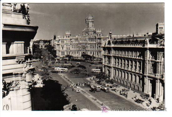 MADRID - CALLE Y PUERTAS DE ALCALÁ AL FONDO - (Postales - España - Madrid Moderna (desde 1940))