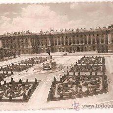 Postales: ANTIGUA POSTAL 111 MADRID PLAZA DE ORIENTE PALACIONACIONAL ED GARCIA GARRABELLA CIRCULADA 1952. Lote 10346539