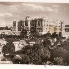 Postales: ANTIGUA POSTAL 29 MADRID PALACIO REAL CIRCULADA 1961. Lote 10427774