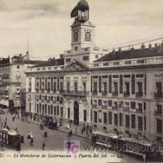 Postales: MADRID AÑOS 20 MINISTERIO DE GOBERNACIÓN Y PUERTA DEL SOL. Lote 11774157