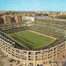 Postales: POSTAL DEL ESTADIO SANTIAGO BERNABEU Nº 70 (MADRID) EDITADA EN 1962 EN EXCELENTE CONSERVACION. Lote 26932788