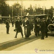 Postales: POSTAL FOTOGRAFICA ALFONSO XIII RECIEN BAJADO DE SU COCHE. Lote 16325498