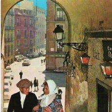 Postales: MADRID - PAREJITA CASTIZA EN EL ARCO DE CUCHILLEROS - BV 281 -. Lote 17327006