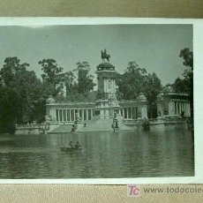 Postales: ANTIGUA FOTO, POSTAL, 1955, MADRID, PARQUE DE EL RETIRO,, BARCA, ANIMADA, MEDIDAS: 14 X 9 CM.. Lote 18458375