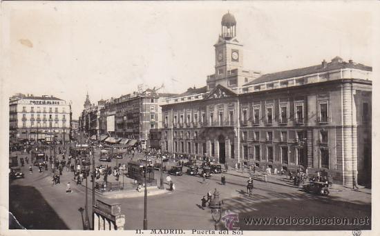 PUERTA DEL SOL 1942: TARJETA POSTAL CIRCULADA A BUENOS AIRES, CON CENSURA. MATASELLOS CIFRA. RARA. (Postales - España - Madrid Moderna (desde 1940))