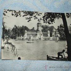 Postales: POSTAL ESTANQUE DEL RETIRO MADRID ,ESTA ESCRITA Y TIENE FECHA DE 3 DEL 12 DE 1958. Lote 24475171