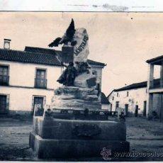 Postales: FOTOGRAFIA ANTIGUA. ORIGINAL. MONUMENTO A ANDRÉS TORREJÓN. MOSTOLES. MADRID. 12 X 17 CM.. Lote 28363810