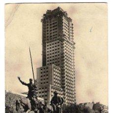 Postales: TORRE DE MADRID, VISTA DESDE EL MONUMENTO A DON QUIJOTE Y SANCHO PANZA. AÑOS 50.. Lote 30683692