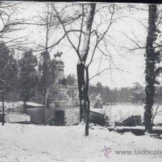 Postales: MADRID.- FOTOGRAFÍA PARQUE DEL RETIRO -DICIEMBRE 1962-. Lote 31966756