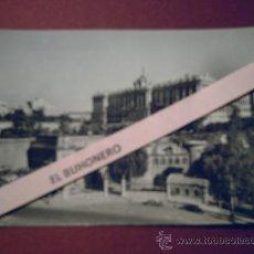 Postales: 53 MADRID - PALACIO REAL ENTRADA A LOS JARDINES DEL CAMPO DEL MORO CUESTA DE SAN VICENTE.. Lote 32591261