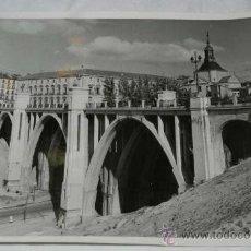 Postales: ANTIGUA FOTOGRAFIA DE MADRID, VIADUCTO DE SEGOVIA, MIDE 24 X 18 CMS. FOTOGRAFIA PALACIO.. Lote 32873000