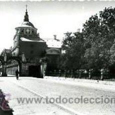 Postales: ARANJUEZ (MADRID).- LOS ARCOS Y TORRE DEL PALACIO.- EDICIONES DARVI Nº 13. FOTOGAFICA.. Lote 34347756