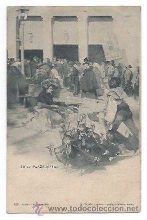 EN LA PLAZA MAYOR. (HAUSER Y MENET, Nº 423) COLECCION BLANCO Y NEGRO, REVISTA ILUSTRADA. (Postales - España - Comunidad de Madrid Antigua (hasta 1939))
