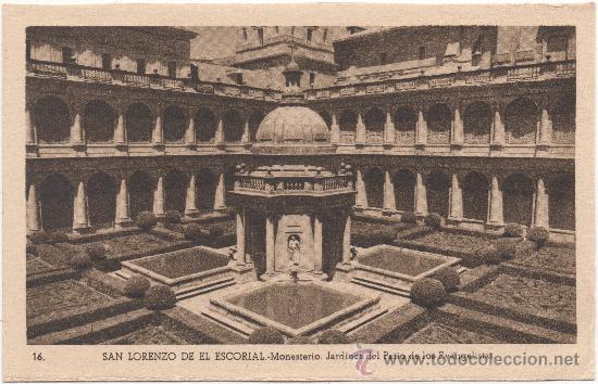 SAN LORENZO DE EL ESCORIAL.- MONASTERIO. JARDINES DEL PATIO DE LOS EVANGELISTAS. (Postales - España - Comunidad de Madrid Antigua (hasta 1939))