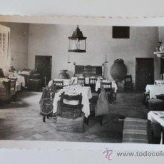 Postales: POSTAL. ALCALÁ DE HENARES. HOSTERÍA DEL ESTUDIANTE. COMEDOR. ED. ARRIBAS.. Lote 38692276