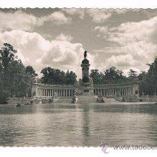 Postales: MADRID PARQUE DEL RETIRO ESTAMQUE ESCRITA Y CIRCULADA EN 1954. Lote 38979144