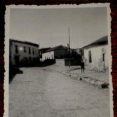 Postales: ANTIGUA FOTOGRAFIA DE PINTO (MADRID) ENSANCHE DE LA CALLE MARIA ROSARIO DE PINTO . 21 DE MARZO 1951 . Lote 39549367