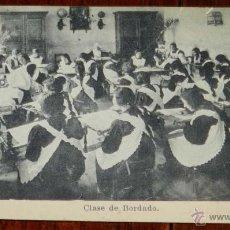 Postales: ANTIGUA POSTAL DEL COLEGIO DE HUERFANAS DE LA GUARDIA CIVIL, VALDEMORO, MADRID, , CLASE DE BORDADO, . Lote 39609165