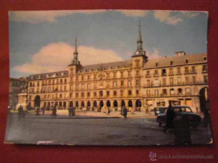 MADRID - PLAZA MAYOR - CUANDO ERA TRANSITABLE CON VEHÍCULOS - (Postales - España - Madrid Moderna (desde 1940))