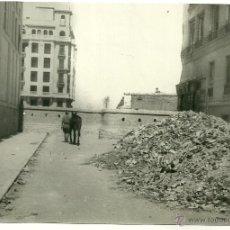 Postales: MADRID.- FOTO PANDO HNOS- CALLE DE BENITO GUTIERREZ-AÑO 1939 - MEDIDAS 16,5 X 11 CMS. Lote 40986484