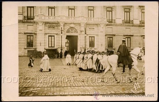 POSTAL FOTOGRAFIA AUTENTICA MADRID LOS ALABARDEROS SALIENDO DE PALACIO . MP CA AÑO 1900. (Postales - España - Comunidad de Madrid Antigua (hasta 1939))