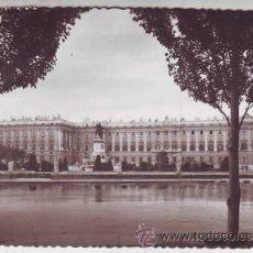 Postales: MADRID. PLAZA DE ORIENTE. PALACIO NACIONAL.. Lote 42229655