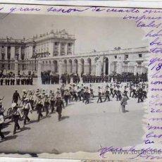 Cartes Postales: POSTAL FOTOGRÁFICA MADRID. DESFILE MILITAR FRENTE AL PALACIO REAL. MARINA, MARINEROS.. Lote 43404087