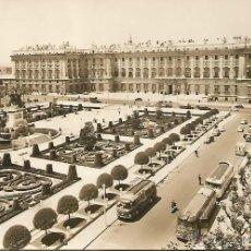 Postales: MADRID - PLAZA DE ORIENTE. PALACIO REAL Y NTRA. SEÑORA DE LA ALMUDENA - Nº 1027 ED. ARRIBAS. Lote 45402375
