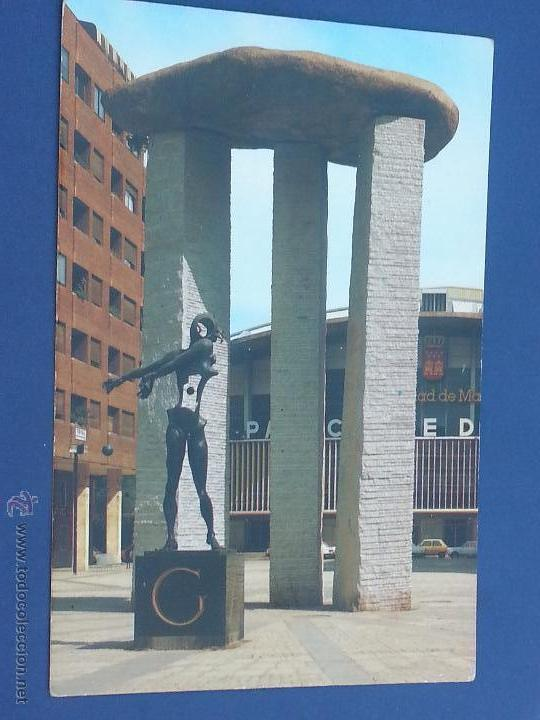 Postal Madrid Monumento A Gala Plaza De Dali