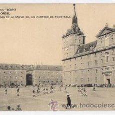 Postales: TARJETA POSTAL EL ESCORIAL. REAL COLEGIO DE ALFONSO XII. UN PARTIDO DE FOOT-BALL. HAUSER Y MENET. Lote 49446140