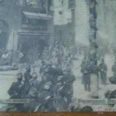 Postales: MADRID, ATENTADO EN LA CALLE MAYOR CONTRA SS.MM LOS REYES. MINUTOS DESPUES DE LA EXPLOSION.. Lote 52714209