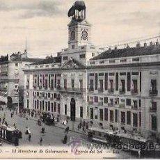 Postales: TARJETA POSTAL DE MADRID. EL MINISTERIO DE GOBERNACIÓN Y PUERTA DEL SOL.. Lote 53724551