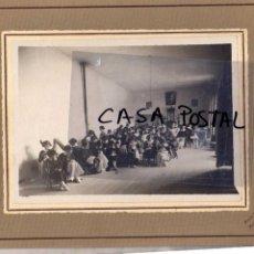Postales: FOTOGRAFIA 19 X 24 CM FOTO TEROL. ALCALÁ DE HENARES. COLEGIO DE LAS FILIPENSAS 1925 PATIO. Lote 40365779