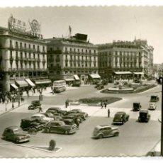 Postales: MADRID, PUERTA DEL SOL, 1959 COCHES DE ÉPOCA. Lote 55700748