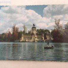 Postales: POSTAL TROQUELADA MADRID PARQUE DEL RETIRO ESTANQUE CURSADA 1960. Lote 71817699
