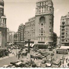 Postales: MADRID.PLAZA DEL CALLAO-COCHES-CINES-TEATROS-BUS.-1950. Lote 72244871