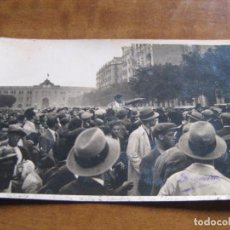 Postales: POSTAL FOTOGRAFICA - MANOLO BIENVENIDA SALE A HOMBROS DE LA PLAZA VIEJA DE MADRID DE FELIPE II. Lote 74468675