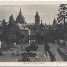 Postales: POSTAL EL ESCORIAL PLAZA JACINTO BENAVENTE ED. MANIPEL . Lote 77430929