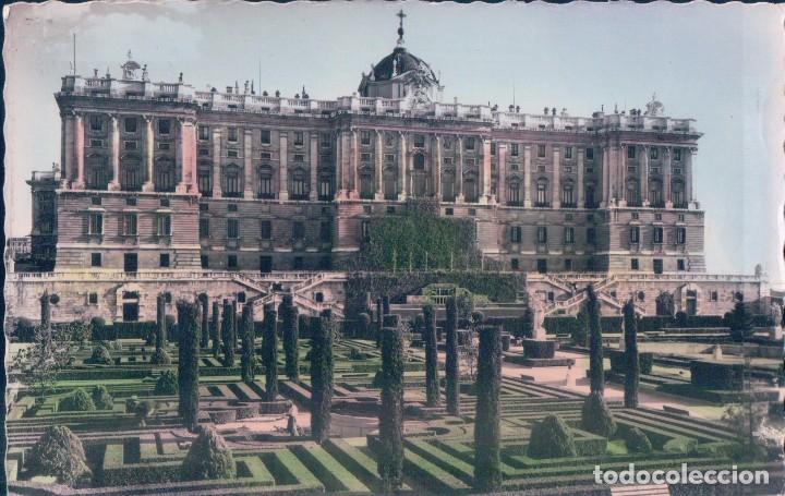 POSTAL MADRID - JARDINES DE SABATINI Y PALACIO NACIONAL - GARRABELLA - CIRCULADA - COLOREADA (Postales - España - Comunidad de Madrid Antigua (hasta 1939))