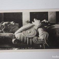 Postales: ANTIGUA FOTO-POSTAL ESCORIAL SEPULCRO DE D. JUAN DE AUSTRIA (AÑOS 50) DEDICATORIA EN LA POSTAL. Lote 84772792