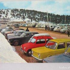 Postales: MADRID. PUERTO DE NAVACERRADA. APARCAMIENTO ( COCHE DE LA EPOCA ) ED. BV. AÑO 1968. SIN CIRCULAR. Lote 142985678