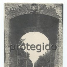 Postales: POSTAL. ALCALÁ DE HENARES. ARCO DE SAN BERNARDO Y AVENIDA DEL PARQUE. EDICIÓN SATURIO RAMÍREZ.. Lote 87628944