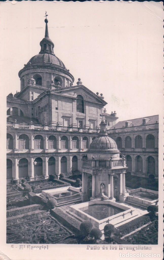 POSTAL EL ESCORIAL, MONASTERIO, PATIO DE LOS EVANGELISTAS - CIRCULADA (Postales - España - Comunidad de Madrid Antigua (hasta 1939))
