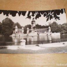 Postales: MADRID PARQUE DEL RETIRO MONUMENTO ALFONSO XII AÑO 1958. Lote 97105031