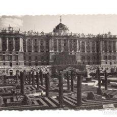 Postales: MADRID.- JARDINES DE SABATINI Y FACHADA NORTE DEL PALACIO NACIONAL. ED. GARCIA GARRABELLA. Lote 104347907