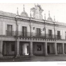 Postales: BRUNETE. MADRID.- AYUNTAMIENTO CON YUGO Y FLECHAS - POSTAL FOTOGRÁFICA - AÑOS 40 . Lote 104628031