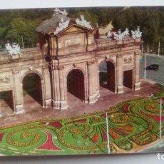 Postales: POSTAL DE MADRID. 1956. PUERTA DE ALCALA.ESCUDO DE ORO. N 13. Lote 105417847