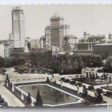 Postales: POSTAL DE MADRID. 1960. PANORAMICA DE LOS JARDINES DE SABATINI. N 70. Lote 105419775