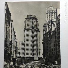 Postales: POSTAL FOTOGRAFICA MADRID AVENIDA DE JOSÉ ANTONIO. FOTOTIPIA ARTISTICA ESPAÑOLA 1959 - CIRCULADA. Lote 107140023