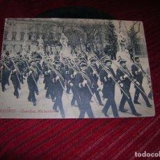 Postales: ANTIGUA POSTAL MADRID.- GUARDIAS ALABARDEROS.. Lote 108817643